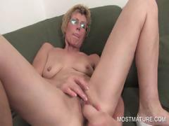 Lusty MILF dildoing craving..