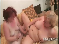 BBW lesbo matures vibrating..