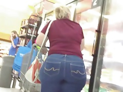 Amazing Big Butt Blond Gilf..