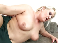 Big mature dam fucked by..