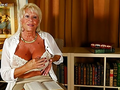 Hot American grandma shows..
