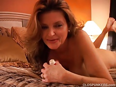 Naughty MILF plays with her..