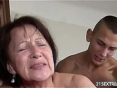 Granny likes to obtain fucked