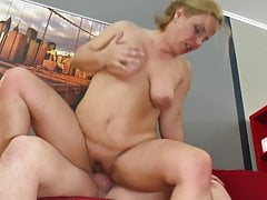 Mature mother squirts feel..